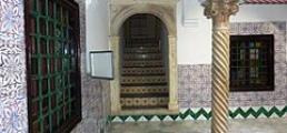 Palais_des_Rais_(pilier)_-_Alger.JPG