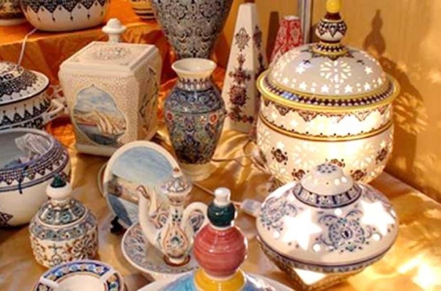 Exposition d\'objets d\'artisanat pour les cadeaux de fin d\'année