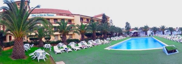 Plouf plouf la piscine le mas des planteurs for Piscine algerie